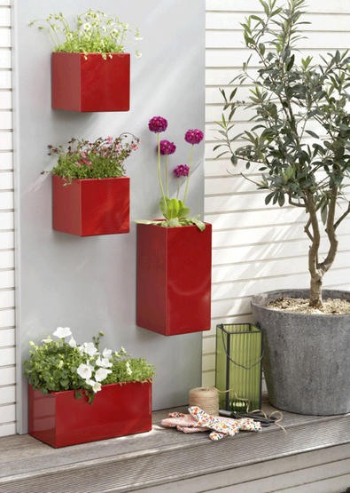 magnetic wall planters in red