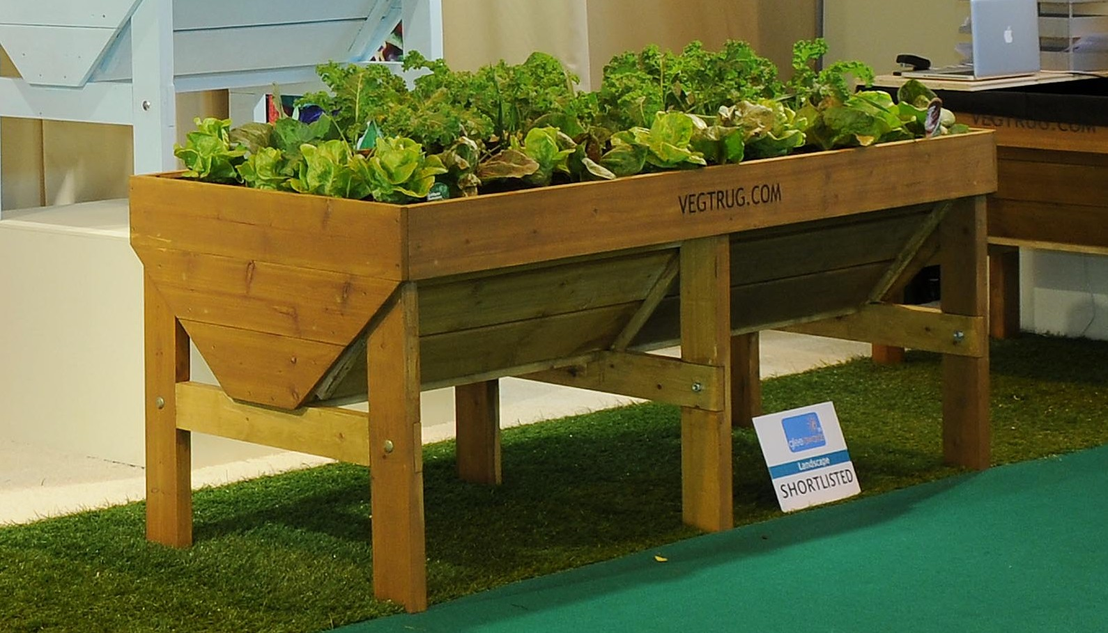 Raised planters grow your own edibles up high for Garden planter plans