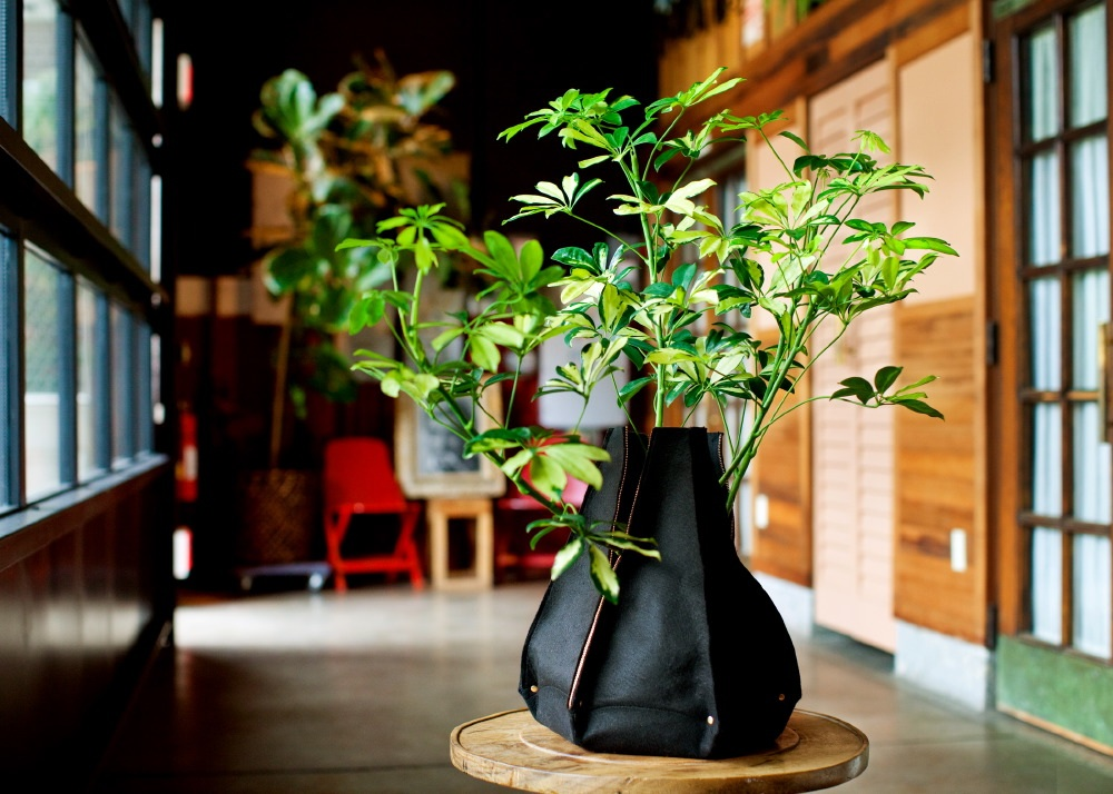 Indoor planter with soft sides in black