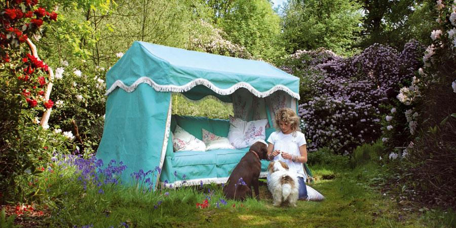 garden lounge in blue