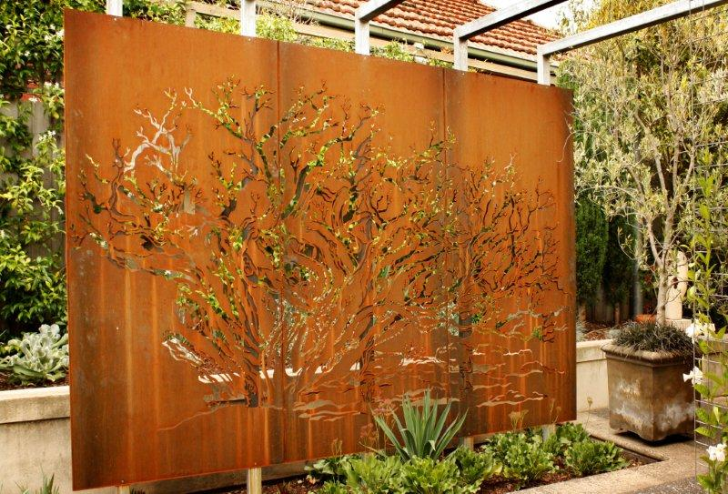 Garden art corten steel pierre le roux garden for Garden screening ideas