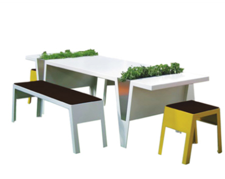 table planter with chairs